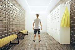 Homem na sala de mudança Imagem de Stock Royalty Free