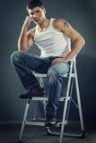 Homem nas calças de brim Imagens de Stock Royalty Free