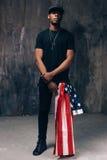 Homem negro com a bandeira americana como o acessório Imagem de Stock Royalty Free