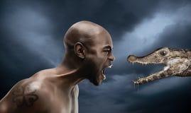 Homem negro com caiman Imagem de Stock Royalty Free