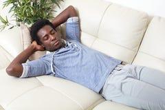 Homem negro de sono fotografia de stock