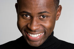 Homem negro de sorriso Foto de Stock Royalty Free