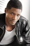 Homem negro novo no couro fotografia de stock