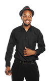 Homem negro novo que sorri e que desgasta um chapéu Foto de Stock Royalty Free
