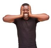 Homem negro que guarda sua cabeça na dor e na depressão imagem de stock royalty free