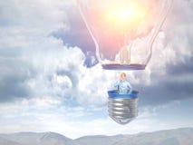 Homem no balão da ideia Fotografia de Stock Royalty Free