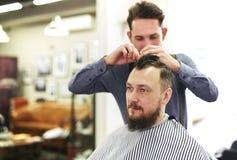 Homem no barbeiro Imagem de Stock