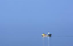 Homem no barco Fotos de Stock Royalty Free