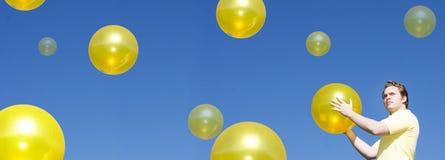 Homem no céu azul Fotografia de Stock Royalty Free