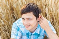 Homem no campo de trigo Foto de Stock
