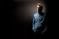 Homem no casaco azul Imagens de Stock