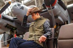 Homem no chapéu no exhebition dos aviões Foto de Stock