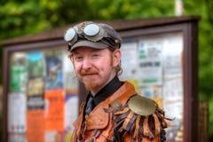 Homem no equipamento de Steampunk Fotografia de Stock