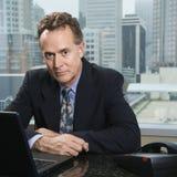 Homem no escritório. fotografia de stock royalty free