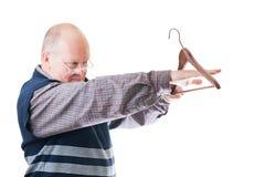 Homem no gancho de pano das medidas dos vidros Imagem de Stock Royalty Free