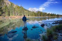 Homem no lago imagem de stock royalty free