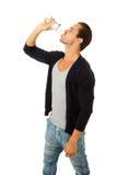 Homem no perfil que bebe a água fresca Foto de Stock