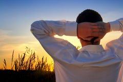 Homem no por do sol fotos de stock royalty free