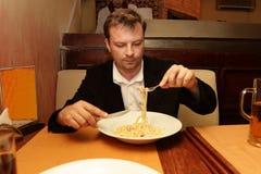 Homem no restaurante italiano Foto de Stock