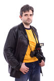 Homem no revestimento de couro preto com a câmera da foto SLR Fotografia de Stock Royalty Free