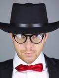 Homem no revestimento formal com chapéu Fotos de Stock