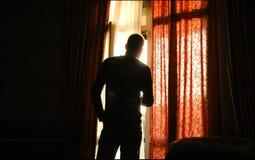 Homem no silhouet imagens de stock
