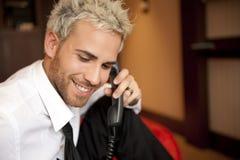 Homem no telefone imagens de stock