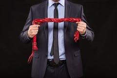 Homem no terno de negócio com mãos acorrentadas handcuffs Imagens de Stock Royalty Free