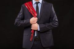 Homem no terno de negócio com mãos acorrentadas handcuffs Fotos de Stock