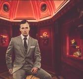 Homem no terno dentro Imagens de Stock Royalty Free