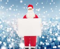 Homem no traje de Papai Noel com quadro de avisos Fotos de Stock