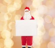 Homem no traje de Papai Noel com quadro de avisos Foto de Stock Royalty Free