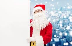 Homem no traje de Papai Noel com quadro de avisos Foto de Stock