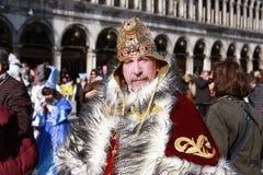 Homem no traje do ` s do rei no carnaval em Veneza, Itália Foto de Stock Royalty Free
