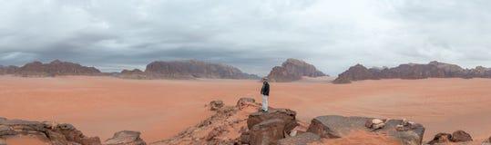 Homem no vale da lua Fotos de Stock Royalty Free