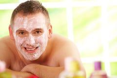 Homem nos termas com máscara fotos de stock royalty free