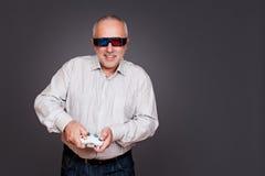 Homem nos vidros 3d com manche Imagem de Stock