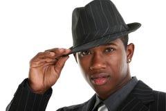 Homem novo atrativo no terno e no chapéu listrados Pin imagem de stock