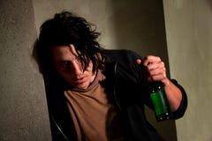 Homem novo bêbedo foto de stock