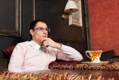 Homem novo bem sucedido no interior luxuoso fotografia de stock royalty free