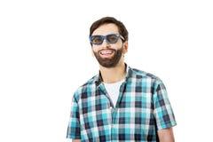 Homem novo com óculos de sol fotografia de stock royalty free