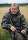 Homem novo com bicicleta imagem de stock