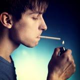 Homem novo com cigarro imagens de stock royalty free