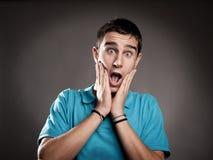 Homem novo com expressão da surpresa Fotografia de Stock Royalty Free