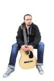 Homem novo com guitarra foto de stock royalty free