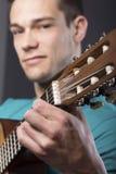 Homem novo com guitarra Imagem de Stock Royalty Free