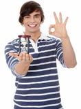 Homem novo com hourglass. fotos de stock