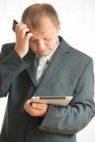 Homem novo com PC da tabuleta Imagens de Stock Royalty Free