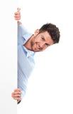 Homem novo com poster em branco Foto de Stock