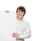 Homem novo com quadro de avisos vazio Foto de Stock